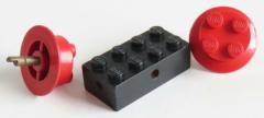 LEGO - Achs Stein 2 x 4, schwarz mit 2 Räder 2 x 2, rot # 7049b / wheel1b
